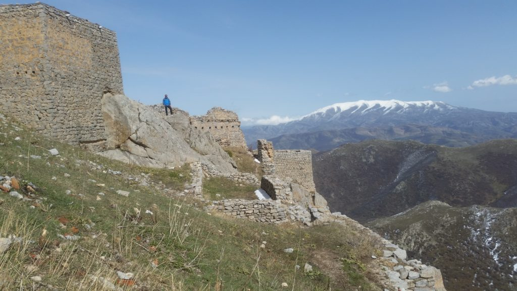 Antony on the ruins, Babak Castle
